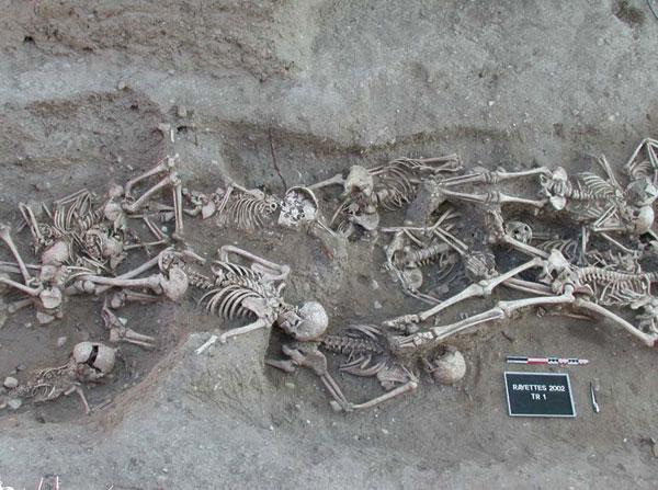 Bubonic_plague_victims-mass_grave_in_Martigues%252C_France_1720-1721.jpg