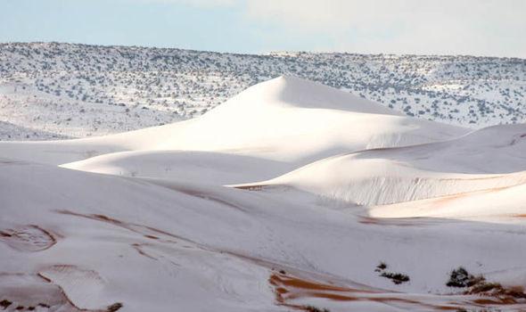 Sahara-Desert-snow-Ain-Sefra-Algeria-901733.jpg