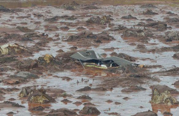 mining-dam-burst-Minas-Gerais-2.jpg