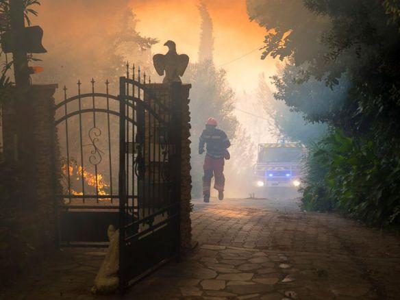 AP_france_wildfire_03_as_160811_4x3_992.jpg